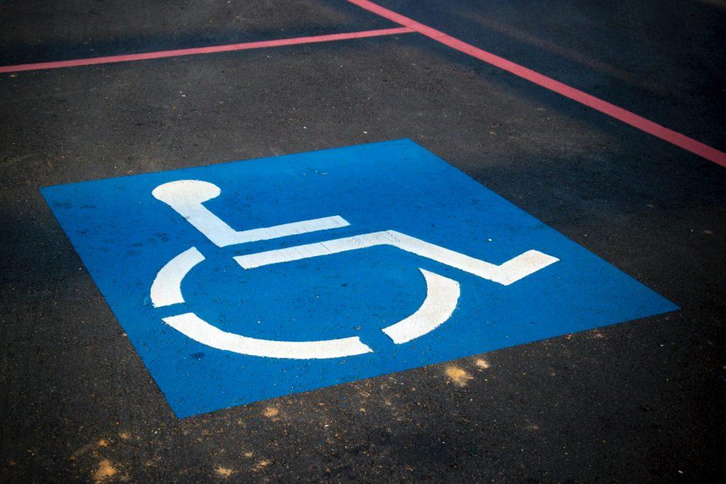 parking-accesibilidad en edificios publicos